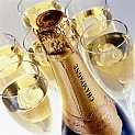 1352197832_Champagne_bottle_and_glasses_1.jpg