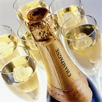 1352197832_Champagne_bottle_and_glasses_1.jpg